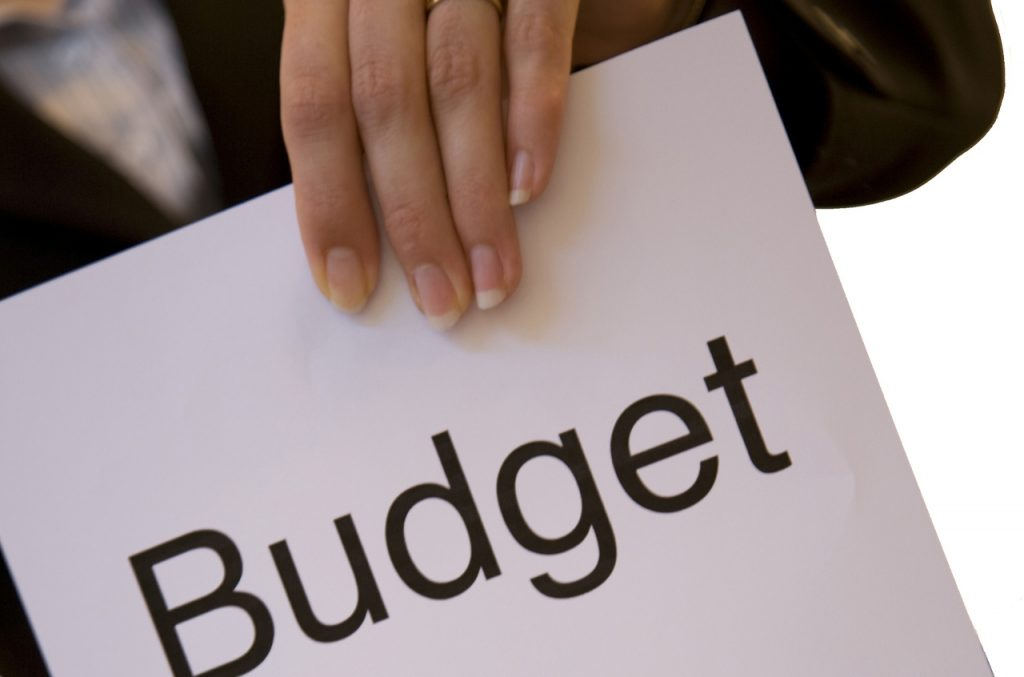 5 ways on how to implement a budget #grafetized https://connygraf.com
