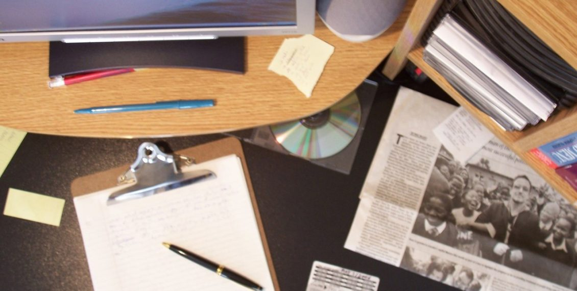 Study reveals, clutter impacts your energy levels and interferes with your brain's ability to think. Tackle your cluttered workspace now. #grafetized http://connygraf.com