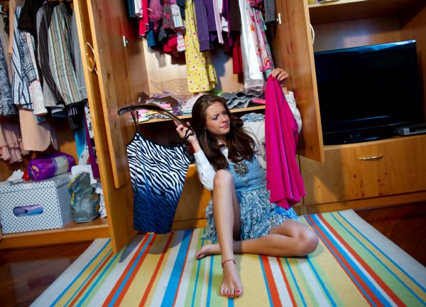 Too many clothes and nothing to wear. Decluttering your closet